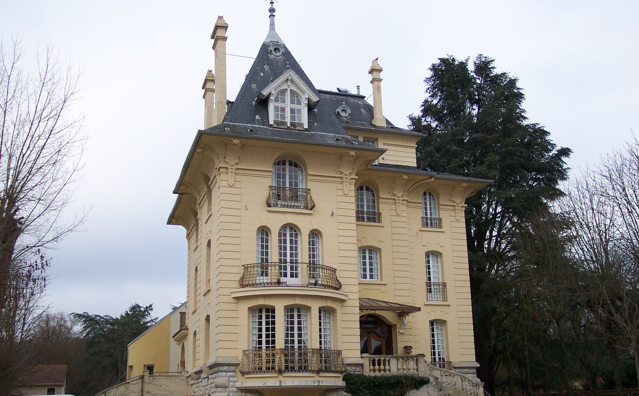 Almage Fontainebleau